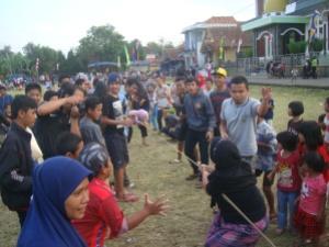 Tarik Tambang Khusus Perempuan di Titik Selatan_Lapangan Desa_Waktu Pukul Empat